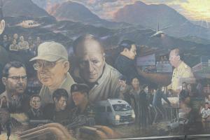 """ศิลปินเชียงรายจี้ """"เนชั่นแนลจีโอกราฟฟิก"""" แก้ไข หลังพิมพ์ภาพ The Heroes เต็มใบ"""