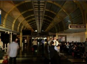 In Pics: วุ่น! สนามบินนานาชาติเรแกนไฟฟ้าดับนานนับชั่วโมง หลายเที่ยวบินล่าช้า
