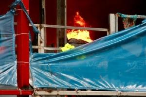 ควันโขมง! ไฟไหม้แคมป์คนงาน เพชรบุรี ซ.9