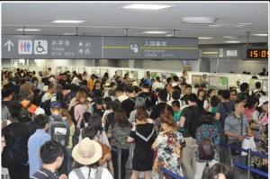 นักท่องเที่ยวล้น สนามบินญี่ปุ่นทุบสถิติต่อคิว 3 ชม.