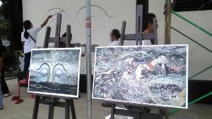 """""""อ.เฉลิมชัย"""" นำศิลปินวาดภาพ """"นางนอน"""" เพิ่ม 2 ภาพ เล่าตำนานเสริมปฏิบัติการถ้ำหลวง (ชมคลิป)"""