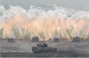 กองกำลังป้องกันตนเองของญี่ปุ่นซ้อมรบกระสุนจริง ยิงสนั่นภูขาไฟฟูจิ (ชมคลิป)