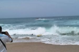พบแล้วศพนักท่องเที่ยวจมน้ำสูญหายหน้าหาดกะรน จ.ภูเก็ต