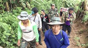 ไร้วี่แวว! ยายวัย 65 หายเข้าป่าลำปางย่างเข้าวันที่สี่ จนท.ลุยค้นหา-นิมนต์พระเบิกป่าแล้วยังไม่เจอ