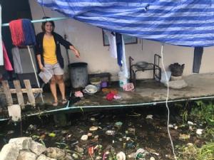 สลดแม่หลับลูกแฝดเดินเล่นหลังบ้านพลัดตกน้ำครำเสียชีวิต