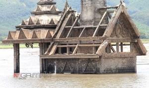 ตื่นตา! ชาวบ้านแห่ชมซากกะทูนวิปโยค โผล่พ้นเมืองบาดาลในรอบเกือบ 30 ปี