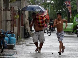 "In Pics : ""ซูเปอร์ไต้ฝุ่นมังคุด"" วันนี้อยู่ห่างจากฝั่งฟิลิปปินส์ 400 กม. เตรียมเข้า จ.คากายัน ก่อนบ่ายหน้าไปจีน"
