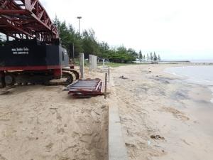ทช.ระยอง สั่งระงับการก่อสร้างเขื่อนกันคลื่นหาดสุชาดา จ.ระยอง หวั่นกระทบสิ่งแวดล้อม