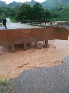 """""""พะเยา"""" โดนพิษพายุมังคุดอ่วมหนัก น้ำลาว-น้ำยวนทะลักท่วมฉับพลัน 12 หมู่บ้าน"""