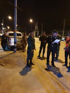 ชาวหนองบัว ชูป้ายต้านโรงไฟฟ้าขยะ ขึ้นรถบัสเข้ากรุงกลางดึกแล้ว