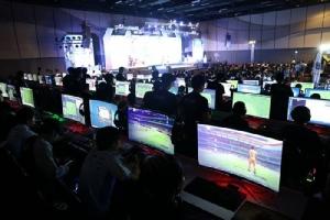 """""""ปิยะฤกษ์-MiTHVuzela"""" คว้าแชมป์ FIFA Online 4 พร้อมเงินรางวัลครึ่งล้าน!"""