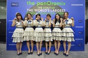"""กระหึ่มเซ็นทรัลเวิลด์!  """"BNK48 รุ่น 1–2"""" รวมตัวกันครั้งแรก ฉลองเปิดตัว """"The PanOramix @CentralWorld"""" จอดิจิทัลอินเตอร์แอ็คทีฟ ที่ใหญ่ที่สุดในโลก"""