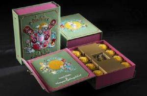 """รร.เพนนินซูลา กรุงเทพฯ ชวนลิ้มรส """"ขนมไหว้พระจันทร์"""" บรรจุในกล่องสวยงามมีเสน่ห์"""