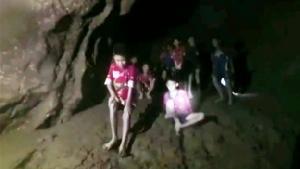ไม่หยุดทำความดี! ทีมกู้ภัยอังกฤษฮีโร่ถ้ำหลวงฯ ช่วยชีวิตแกะติดในหลุมลึกนาน 3 สัปดาห์