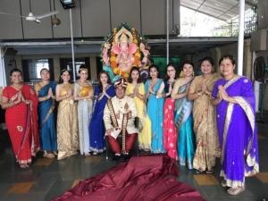 """ปังรับหน้าใหม่ """"เอ็มมี่"""" แต่งชุดไทยร่วมพิธีใหญ่ที่สุดในอินเดีย 1 ปีมีแค่ครั้งเดียว"""