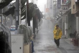 """ชมคลิปชาวญี่ปุ่นรับมือพายุ:  ญี่ปุ่นเจ็บครึ่งร้อย!! หลัง """"ซุปเปอร์ไต้ฝุ่นจ่ามี"""" เข้าถล่ม เดินหน้าขึ้นเกาะหลักวันนี้ เตือนน้ำท่วมฉับพลัน-ดินถล่ม"""