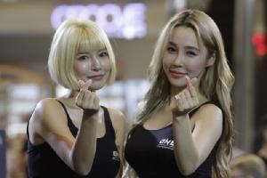 ส่งตรงจากเกาหลี! 2 สาวริงเกิร์ล เซ็กซี่สะเทือนเวทีมวยวัน