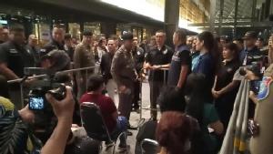 """""""โจ๊ก จอมขยัน"""" แถลงกลางดึก จับต่างด้าวอยู่ไทยผิดกฎหมายส่งกลับประเทศ 369 ราย"""