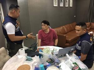 หนุ่มเกาหลีหนีคดีฉ้อโกง 7 หมาย ซุกคอนโดฯสาวร้องวัดตีระฆังดังซวย เจอตรวจค้นจนถูกจับได้
