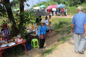 ตรึม!นักท่องเที่ยวไทย-เทศแห่เที่ยวถ้ำหลวง 13 หมูป่าฯแนะนำตัวกลางพิธีเปิดยูธโอลิมปิกชื่นมื่น