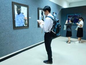 """ผู้ว่าฯ สงขลาเปิดนิทรรศการ """"The 4th See to Sea Exhibition by 2 lays group"""" ณ PSU Art Gallery"""
