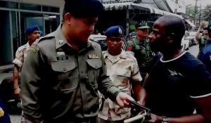 ตม.จันทบุรี สนธิกำลังหลายฝ่ายตรวจค้นชาวผิวสีในพื้นที่ ป้องกันการทำผิด กม.