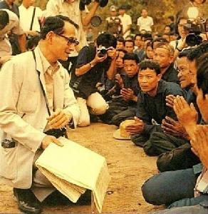 สถานะกษัตริย์ในสังคมไทยสมัยรัชกาลที่ ๙ ! ทรงเป็นผู้นำทางวิญญาณจนไม่เหลือช่องว่างกษัตริย์กับประชาชน!!