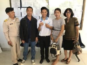 """""""หม่อง ทองดี"""" สุดปลื้มถือบัตรประชาชนไทยแล้ว"""
