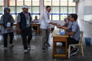 """In Pics : """"อันวาร์ อิบราฮิม"""" ทายาทการเมืองมหาเธร์ ชนะเลือกตั้งซ่อมถล่มทะลาย"""
