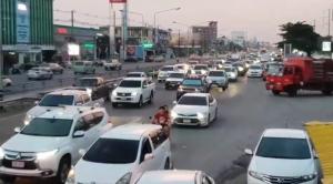 ทะเลใส กิจกรรมเด่น ทำชลบุรี-บางแสนรถติดยาวหลายกิโลฯ ช่วงหยุดยาว