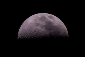 เลือกจุดโฟกัสอย่างไร เมื่อต้องการถ่ายภาพดวงจันทร์ให้ได้ภาพสวย