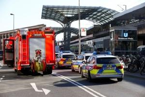 "In Pics: ด่วน!! สั่งอพยพ ""ทั้งสถานีรถไฟกลางโคโลญจน์"" หลังมีการจับตัวประกัน ตำรวจเยอรมันพร้อมอาวุธหนักกระจายตัวทั่วบริเวณ"