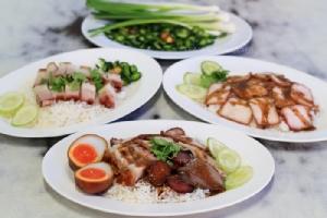 """""""ข้าวหมูแดงนายฮุย"""" ตำนานข้าวหมูแดงเลิศรสแห่งวังบูรพา"""