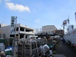 ตลาดสึกิจิเริ่มปฏิบัติการจับหนู กำจัดขยะมหาศาล รื้ออาคารเก่า