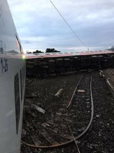 ด่วน! รถไฟตกรางที่ไต้หวัน ตาย 17 เจ็บอื้อ