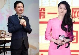 นาย ชุ่ย หย่งหยวน (ซ้าย)ผู้ออกมาเปิดโปงการหลบหนีภาษาของฟ่าน ปิงปิง กลายเป็นฮีโร่ของชาวเน็ตจีน