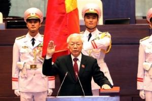 """""""เหวียนฝูจ่อง"""" ควบสอง รัฐสภาเวียดนามเลือกนั่งเก้าอี้ประธานาธิบดีอีกตำแหน่ง"""