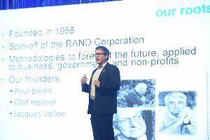 นายฌอน เนส (Mr. Sean Ness) ผอ.ฝ่ายพัฒนาธุรกิจ สถาบันเพื่ออนาคต ประเทศสหรัฐอเมริกา ( IFTF)