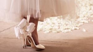 แพงมาก! ส่องรองเท้าเจ้าสาว'เจนี่'สีขาวหรูประดับคริสตัล สัญชาติฝรั่งเศส