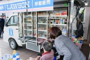 """ร้านสะดวกซื้อญี่ปุ่นเปิดบริการ """"ร้านติดล้อ"""" บริการผู้สูงวัย"""