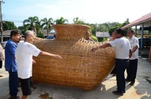 ชาวบ้านทุ่งสีหลง นครปฐม สร้างข้องยักษ์ ให้เป็นเอกลักษณ์ในชุมชน