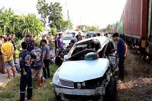 เก๋งตกใจหยุดรถกลางรางบ้านโป่งไม่มีเครื่องกั้น ตาย 2 เจ็บ 3 เผยไม่ทันได้ยินเสียงหวูดรถไฟมา