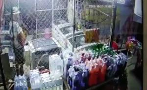ตร.ลำปางล่า 2 โจ๋ขี่เวสป้า-ปิดหน้างัดตู้เงินเครื่องซักผ้าหยอดเหรียญกลางเมือง