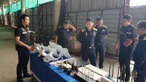 """พบ 2 จีนรอเนรเทศหนีโรงพักแม่สอด เอี่ยว """"บ่อนเฮงเชง"""" กาสิโนจีนริมน้ำเมยพม่า"""