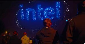 """สุดอลังการ! ขบวนโดรนแสง """"intel"""" 1,500 ตัว ร่วมเปิด """"Iconsiam"""""""