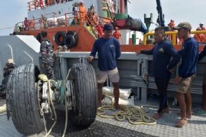 สลด! นักประดาน้ำอิเหนาเสียชีวิตระหว่างกู้ร่างเหยื่อ 'ไลออนแอร์' ดิ่งทะเล