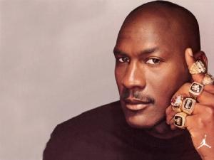 """""""ไมเคิล จอร์แดน"""" พระเจ้าแห่ง NBA ผู้เคยโดนตัดออกจากทีมโรงเรียน"""