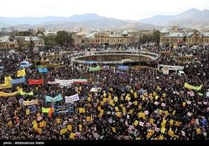 <i>ประชาชนอิหร่านออกมาชุมนุมกันในวันอาทิตย์  (4 พ.ย.) ระลึกวันครบรอบปีของการเข้ายึดสถานเอกอัครราชทูตสหรัฐฯในกรุงเตหะราน เมื่อปี 1979 </i>