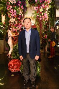 """คนดังชมดอกไม้นับล้านบานสะพรั่ง ฉลอง """"71 ปี ห้างเซ็นทรัล"""""""