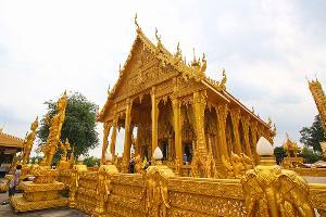 """ยลความงาม """"อุโบสถสีทอง"""" สุดวิจิตรหนึ่งเดียวในไทยที่ """"วัดปากน้ำโจ้โล้"""""""